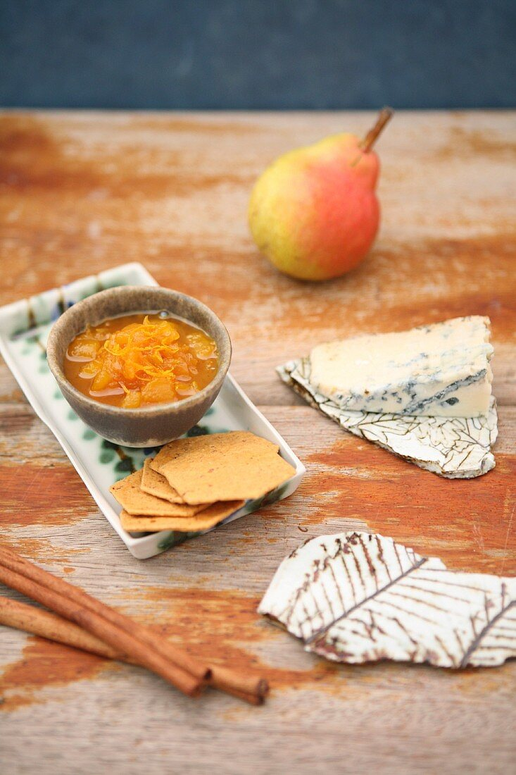 Pear and saffron sauce with cheese and crackers