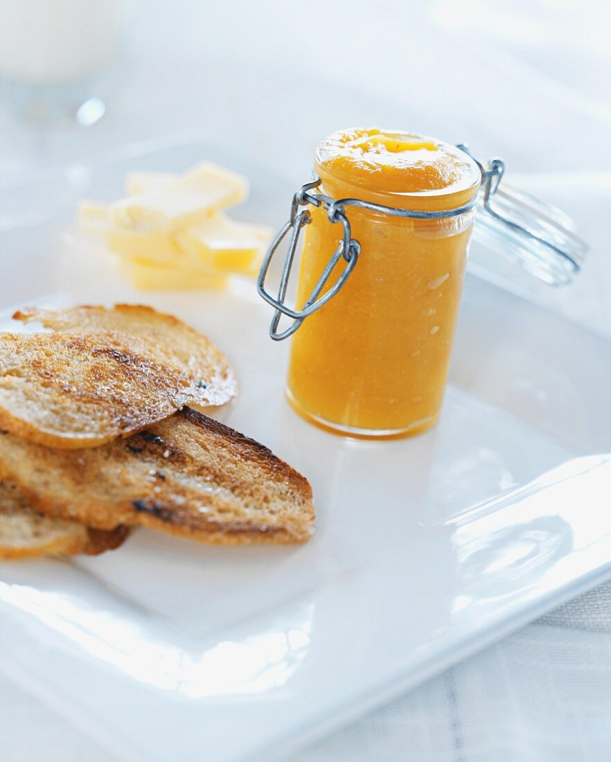 Grilled bread with homemade marmalade
