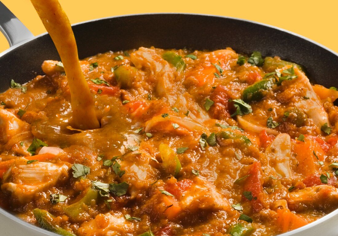 Chicken curry with tomatoes, onions and green peppers