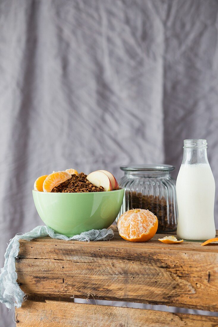 Muesli with milk, apple and mandarins