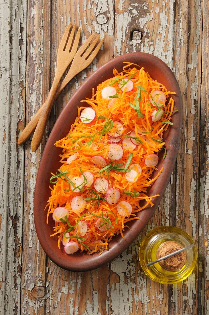 Carrot salad with radishes, oranges and orange blossom water