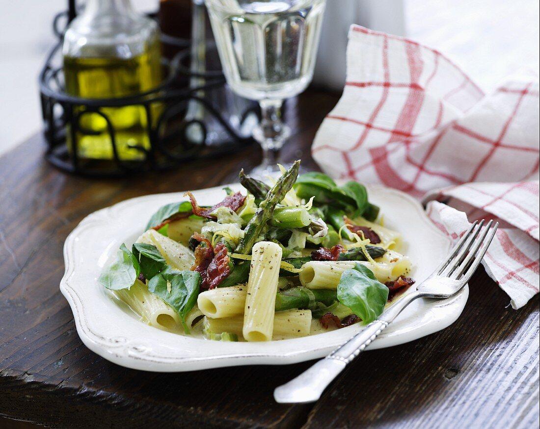 Rigatoni with asparagus, basil and bacon