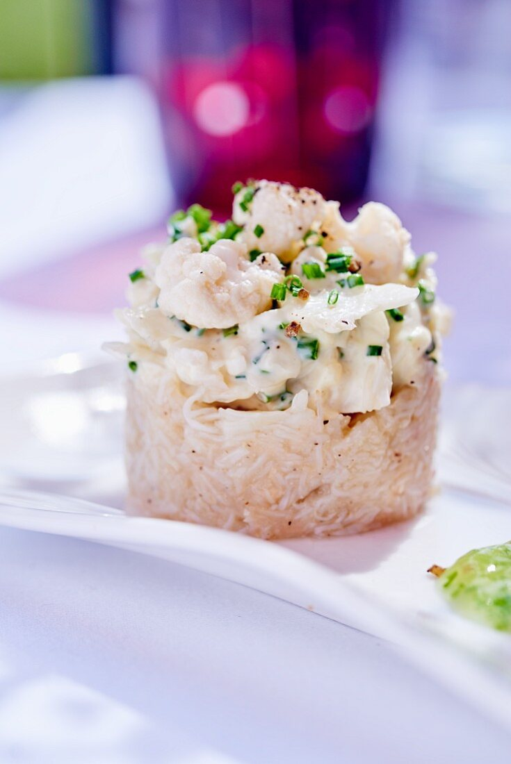 Shrimp tatar with cauliflower and chives