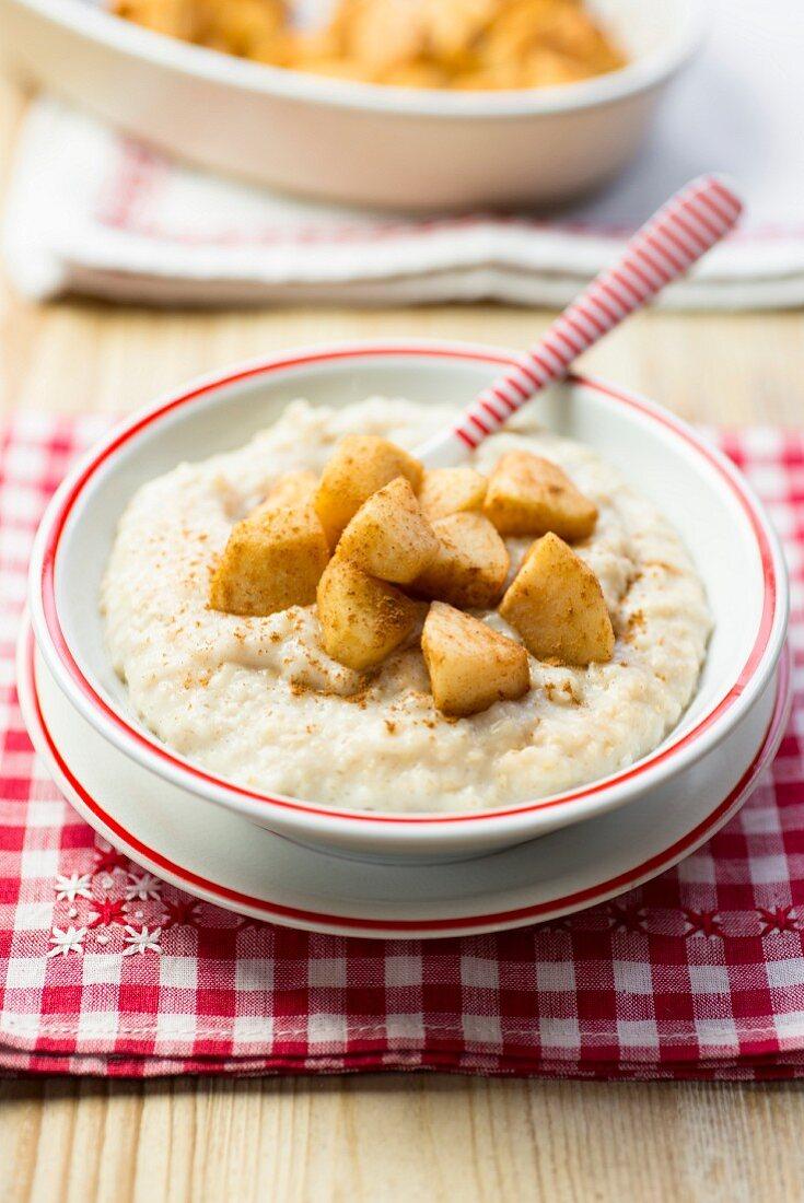Porridge with baked apples