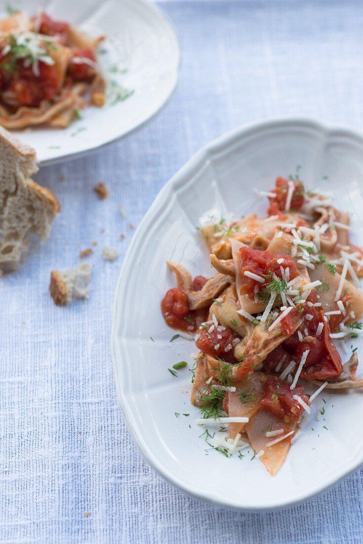 Schweinemagen mit Tomatensauce