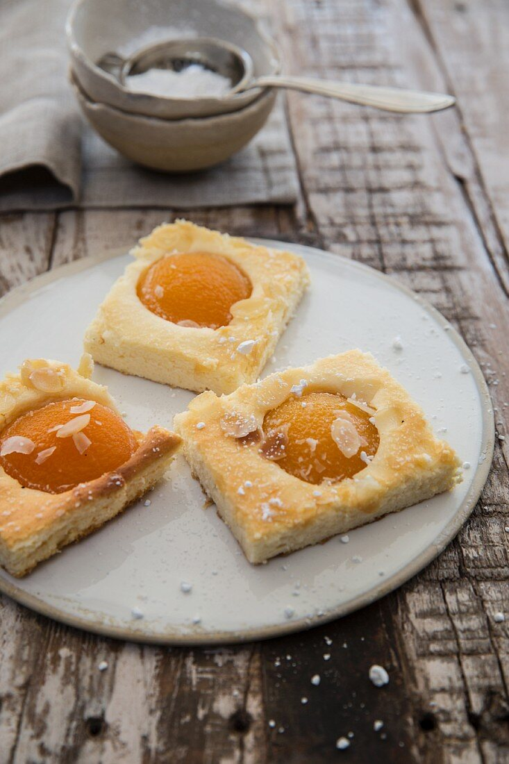 Apricot cheesecake slices