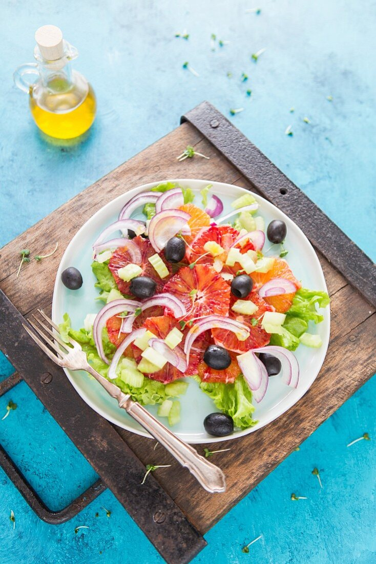 Blood orange salad with onions and olives