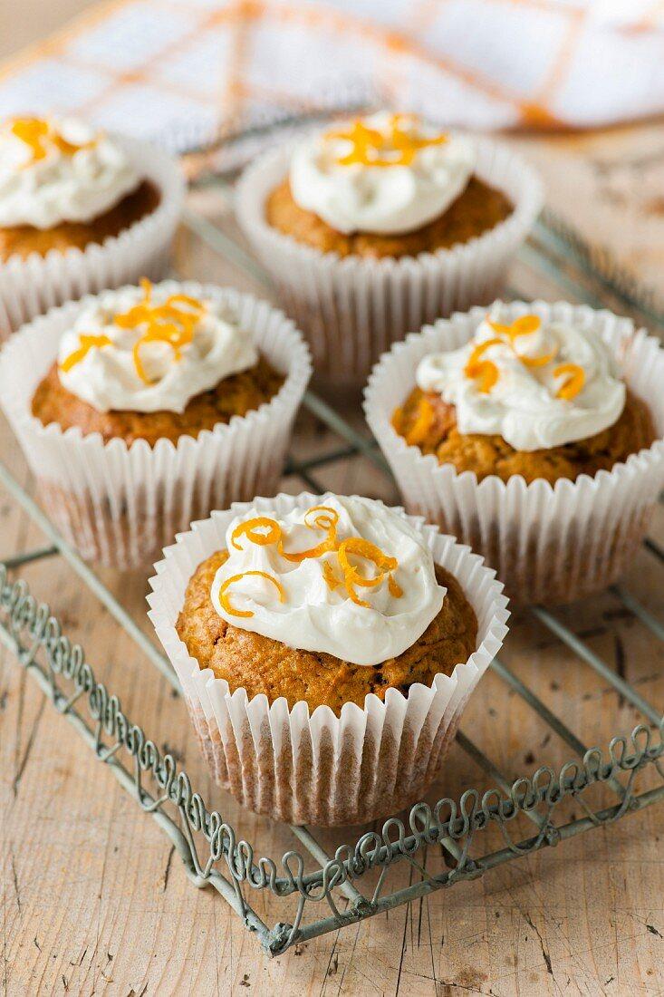 Orange and raisin cupcakes