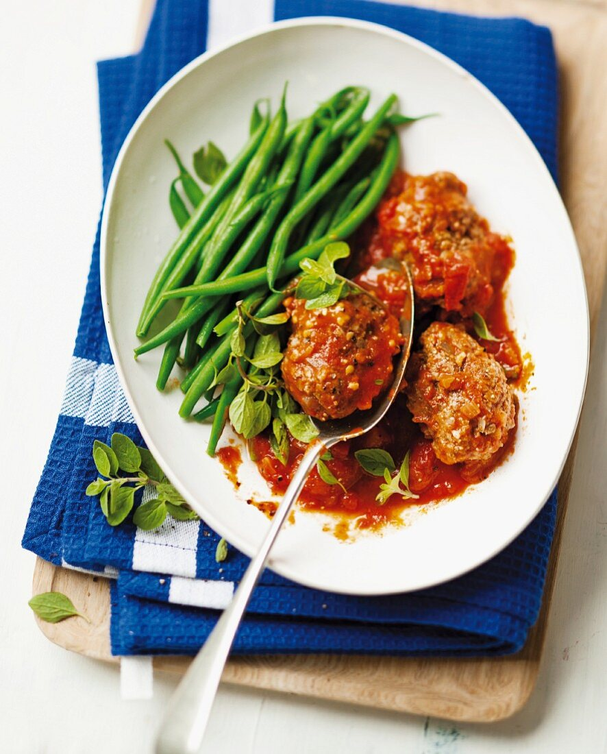 Ostrich meatballs with tomato sauce and green beans
