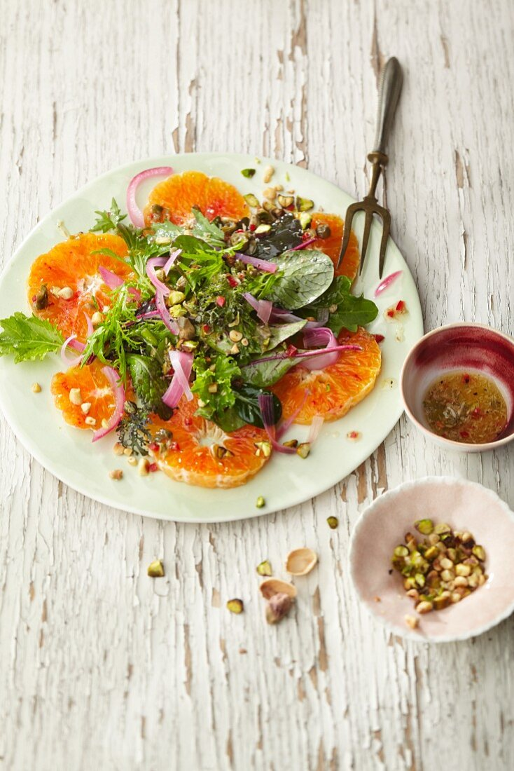 Mixed leaf salad with marinated blood oranges in argan oil and lime juice, red onions and caper fruits