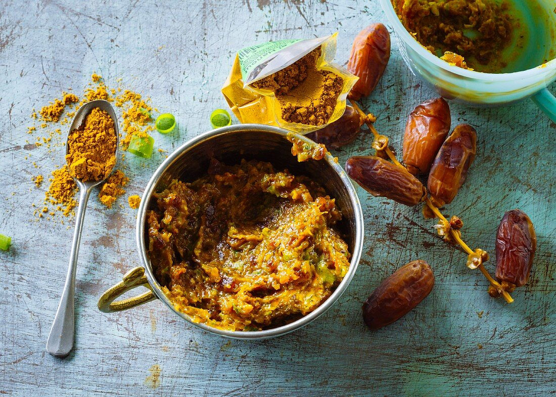 Spicy date paste with mint