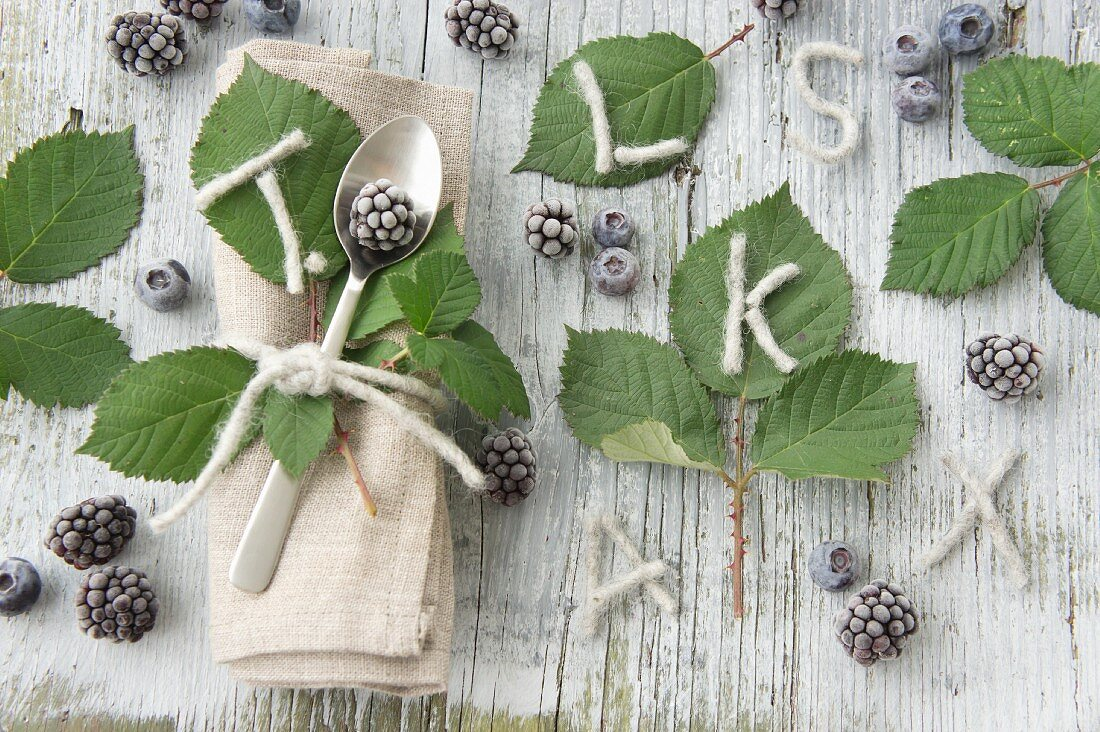 Table and place setting decorations with blackberries and blackberry leaves