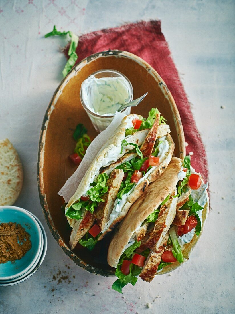 Grilled schawarma with a yoghurt sauce in pita bread