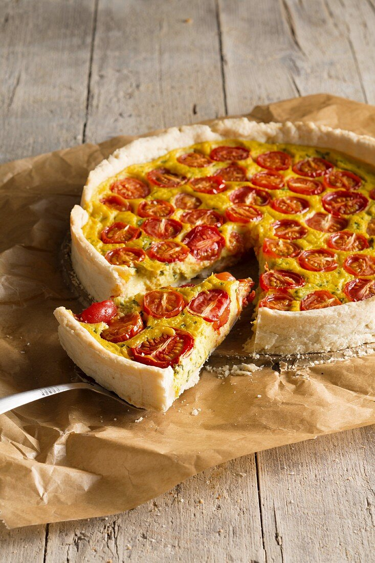 Vegan tomato quiche with a silken tofu topping