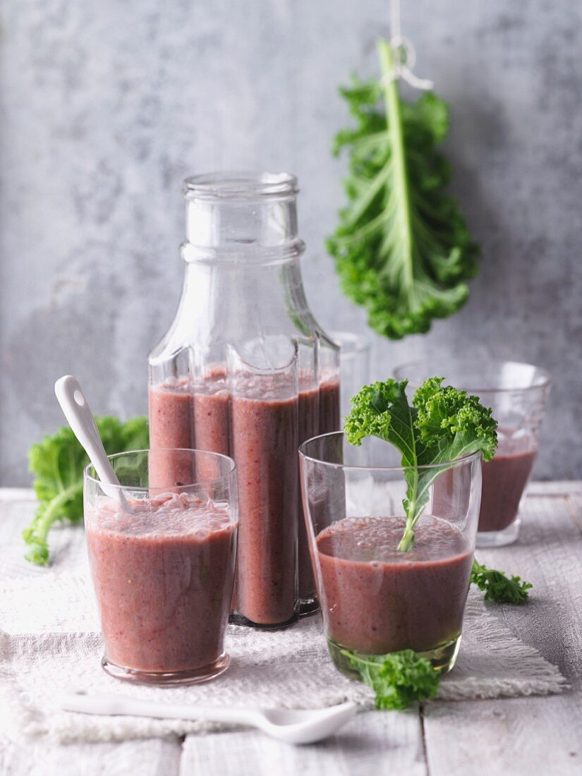 Beetroot smoothies with a trio of cabbage