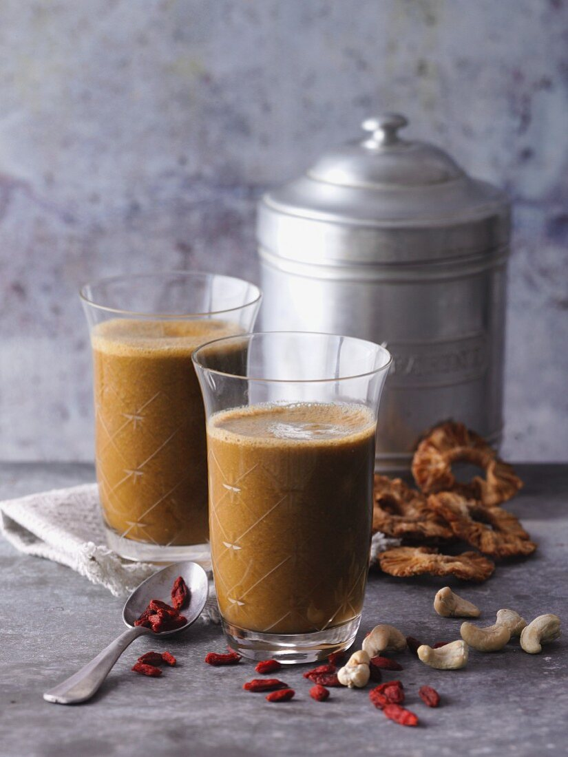 Goji berry and pineapple smoothies with cashew nuts, moringa and barley grass