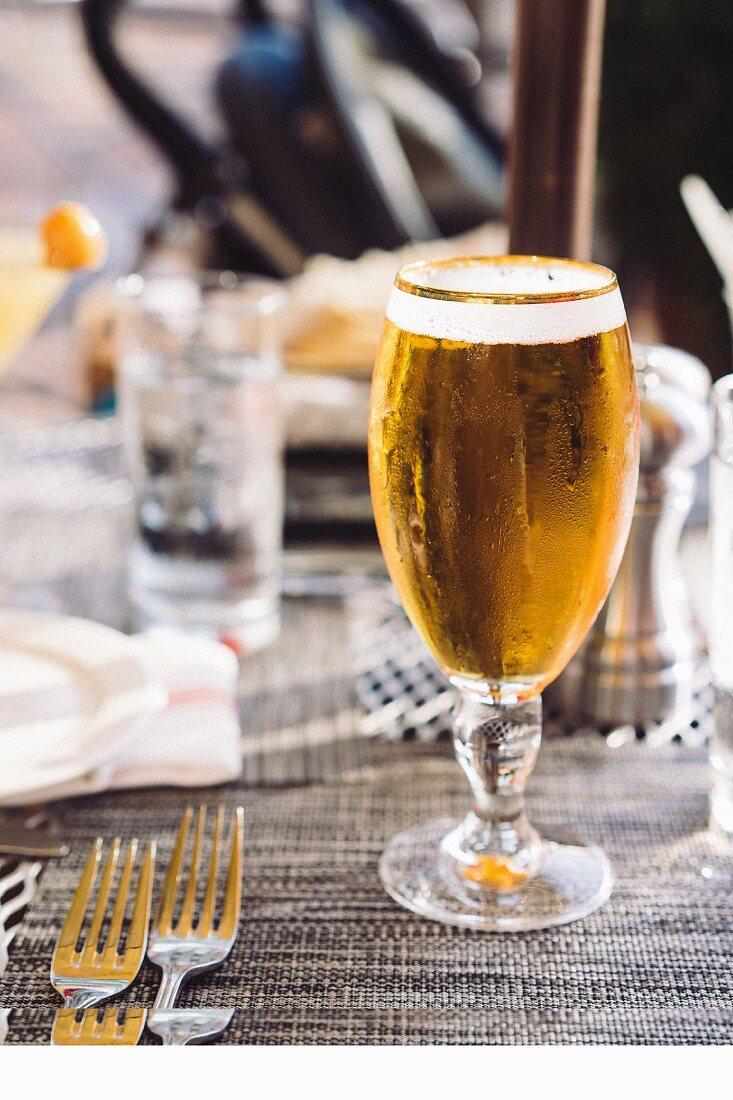 Ein Glas eiskaltes Bier