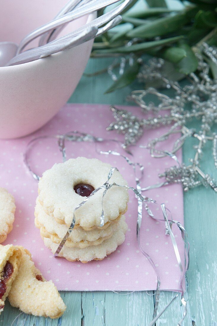 Redcurrant jelly sandwich biscuits