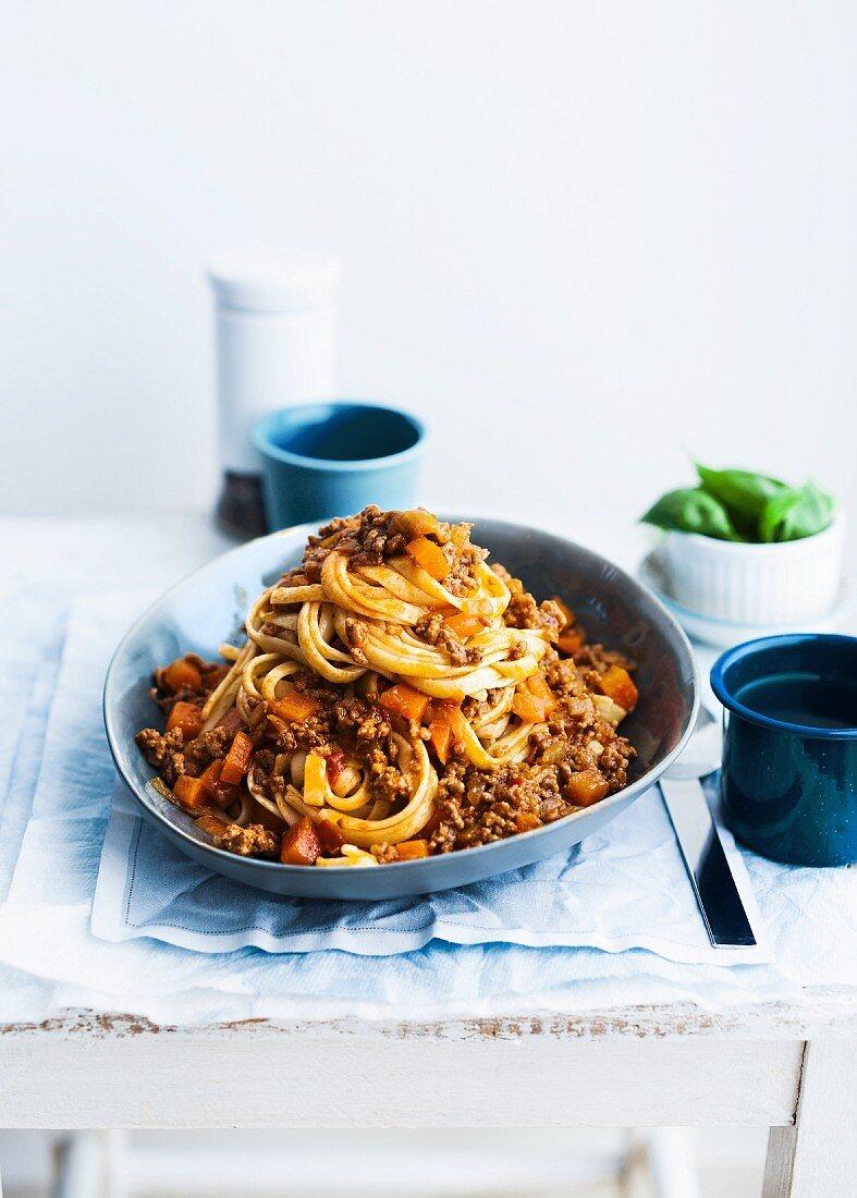 Tagliatelle alla bolognese (Ribbon pasta with meat sauce, Italy)