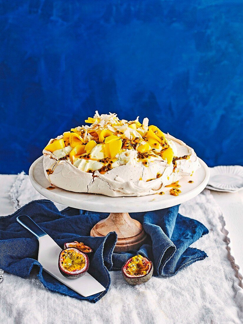 Perfect Pavlovas - Summertime pavlova