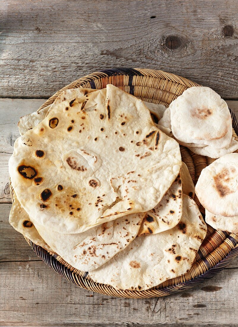 Unleavened bread (Markouk) and pita bread in a flat basket
