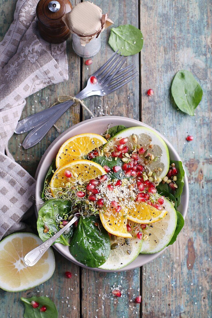 Colourful grapefruit salad with sesame seeds and beansprouts