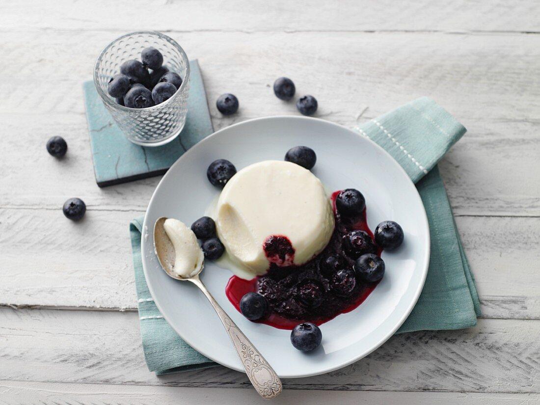 Yoghurt panna cotta with moringa blueberries