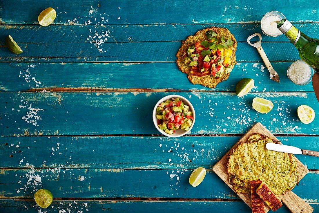Soft Shell Tacos mit Zucchini, Haloumi, Mangosalsa und geräucherter Paprika-Guacamole (Mexiko)