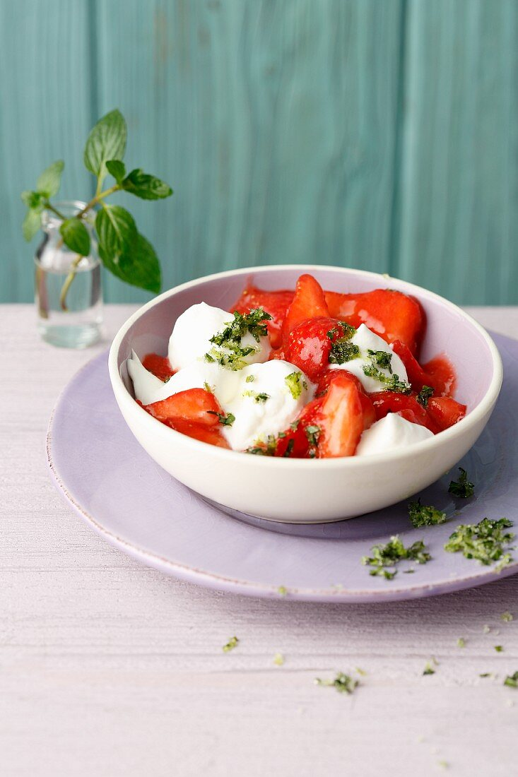 Strawberries with lime and mint crunch and soya cream (simply glyx)