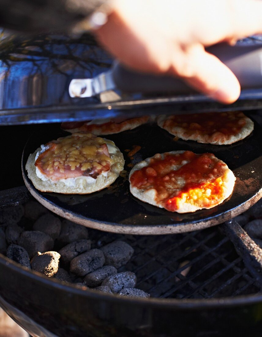 Mini pizzas on a barbecue