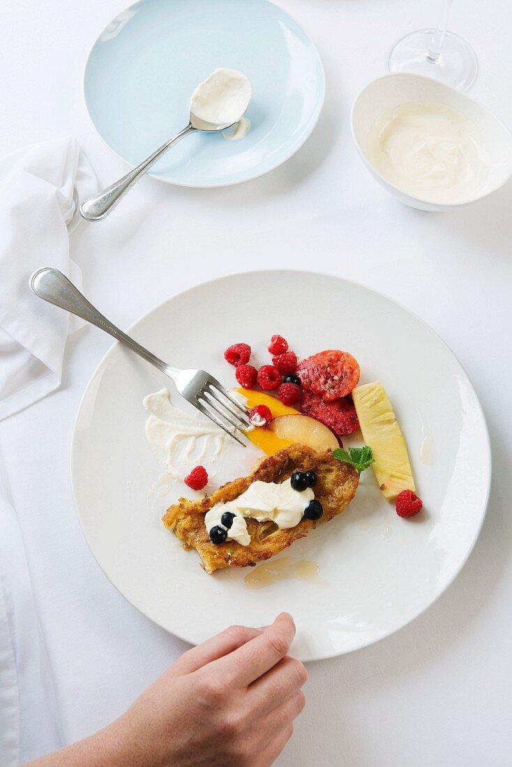 French toast with mascarpone and fruit