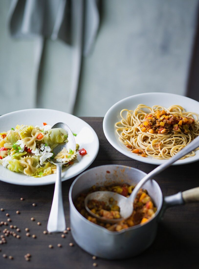 ADHD food: farfalle with pointed cabbage and spaghetti with a lentil bolognese