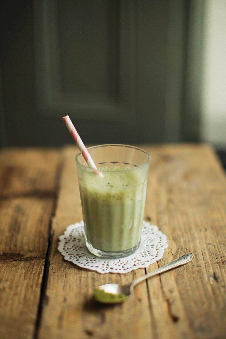 Matcha green tea latte (green tea with milk)