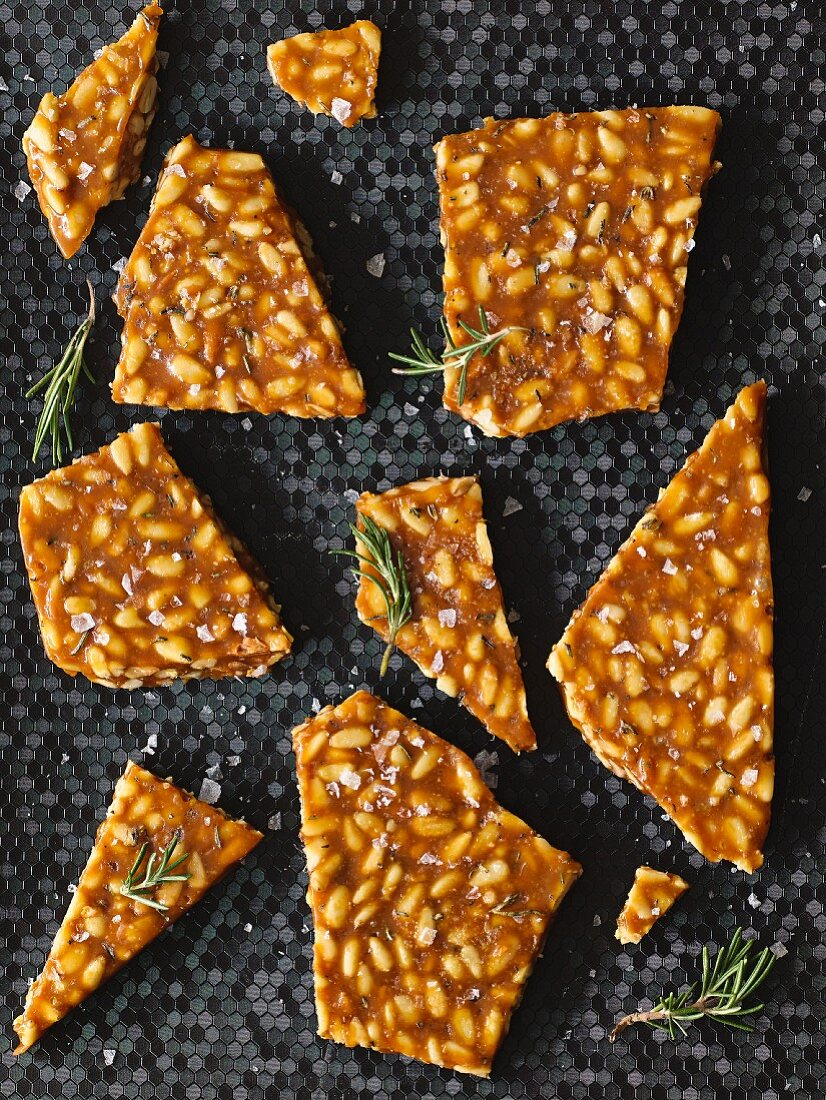 Salted brittle with rosemary and pine nuts
