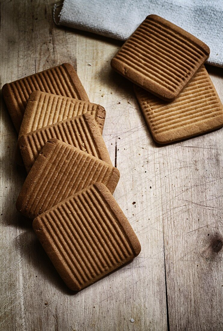 Square spelt and honey biscuits