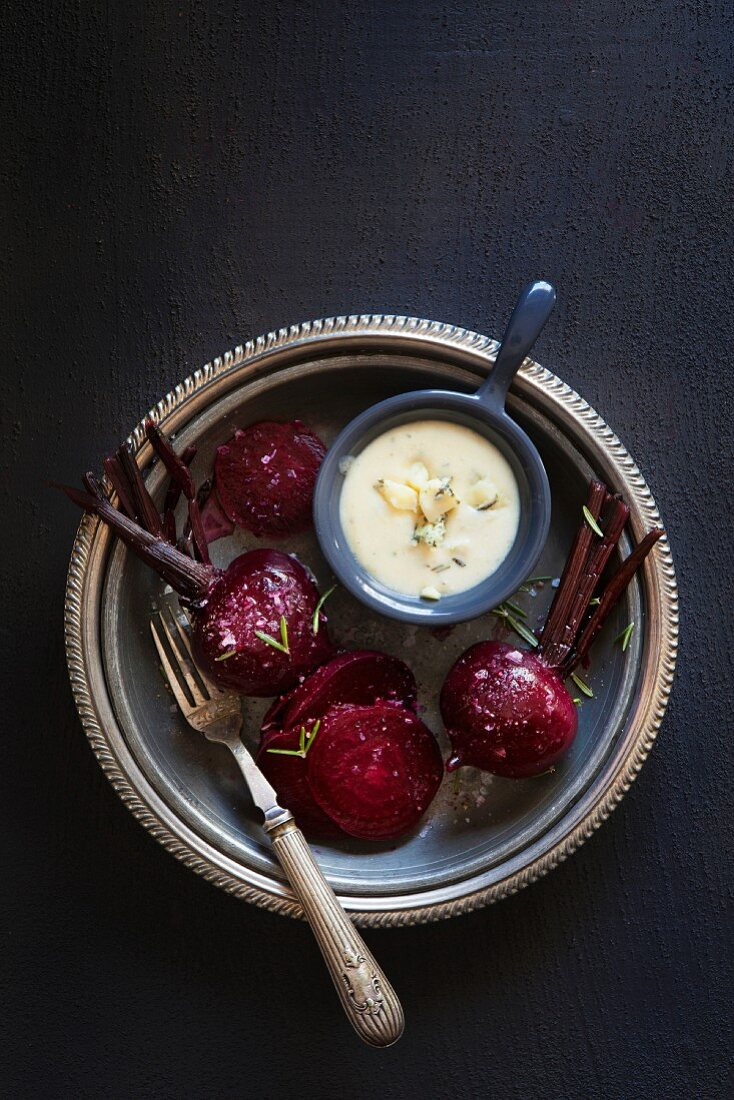 Beetroot with a gorgonzola and garlic sauce
