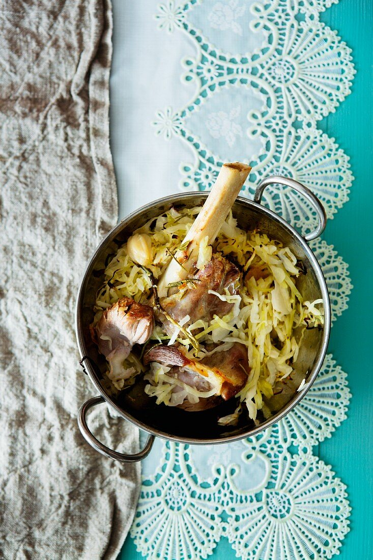 White cabbage with pork knuckle