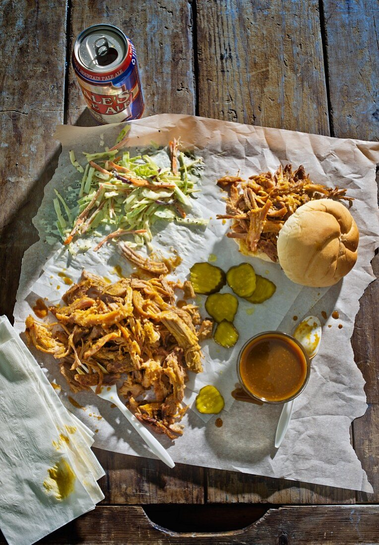 Pulled pork with gherkins and coleslaw (South Carolina, USA)