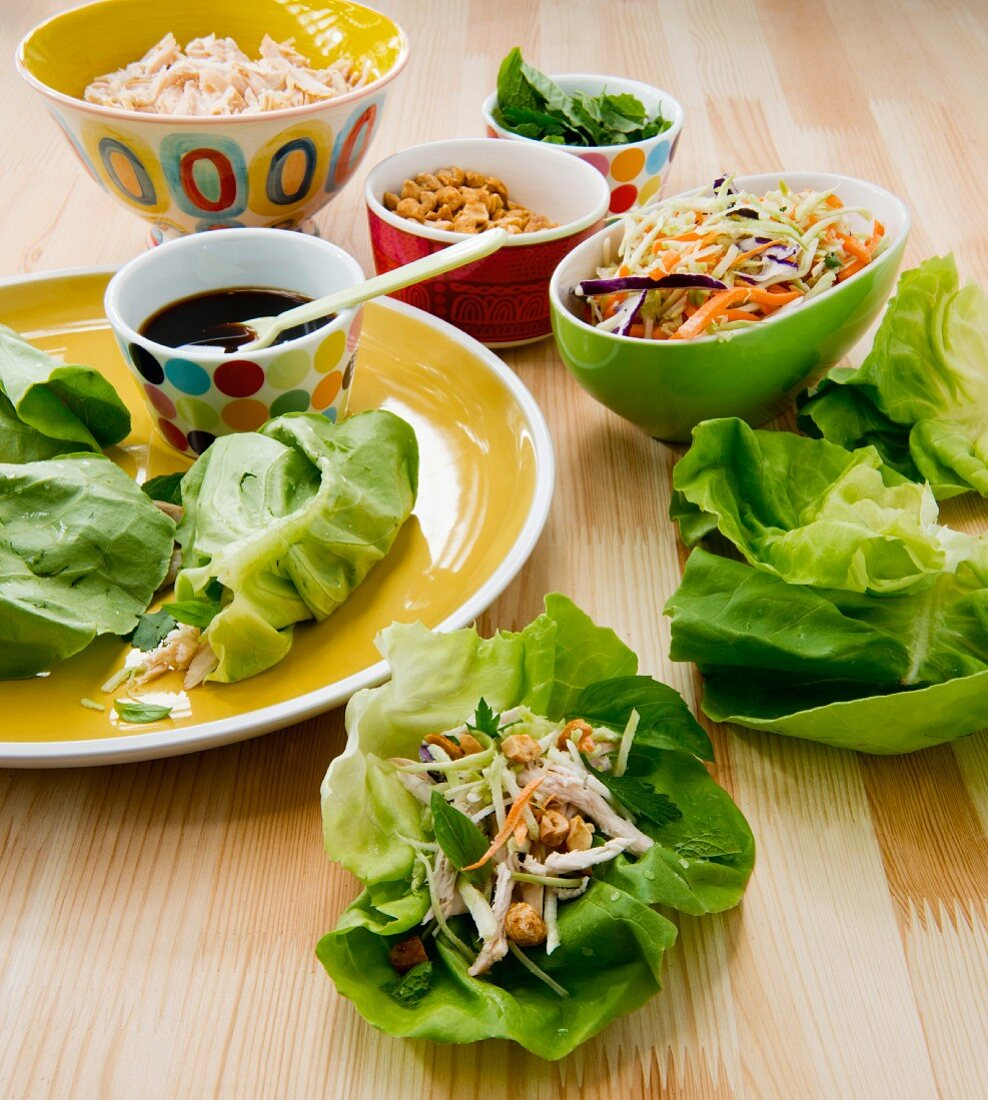 Lettuce wraps with vegetables, soy sauce and peanuts (Asia)