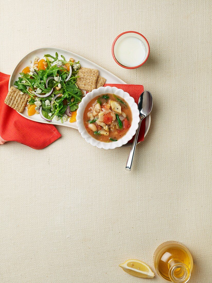 Artichoke and spinach soup and rocket salad for diabetics