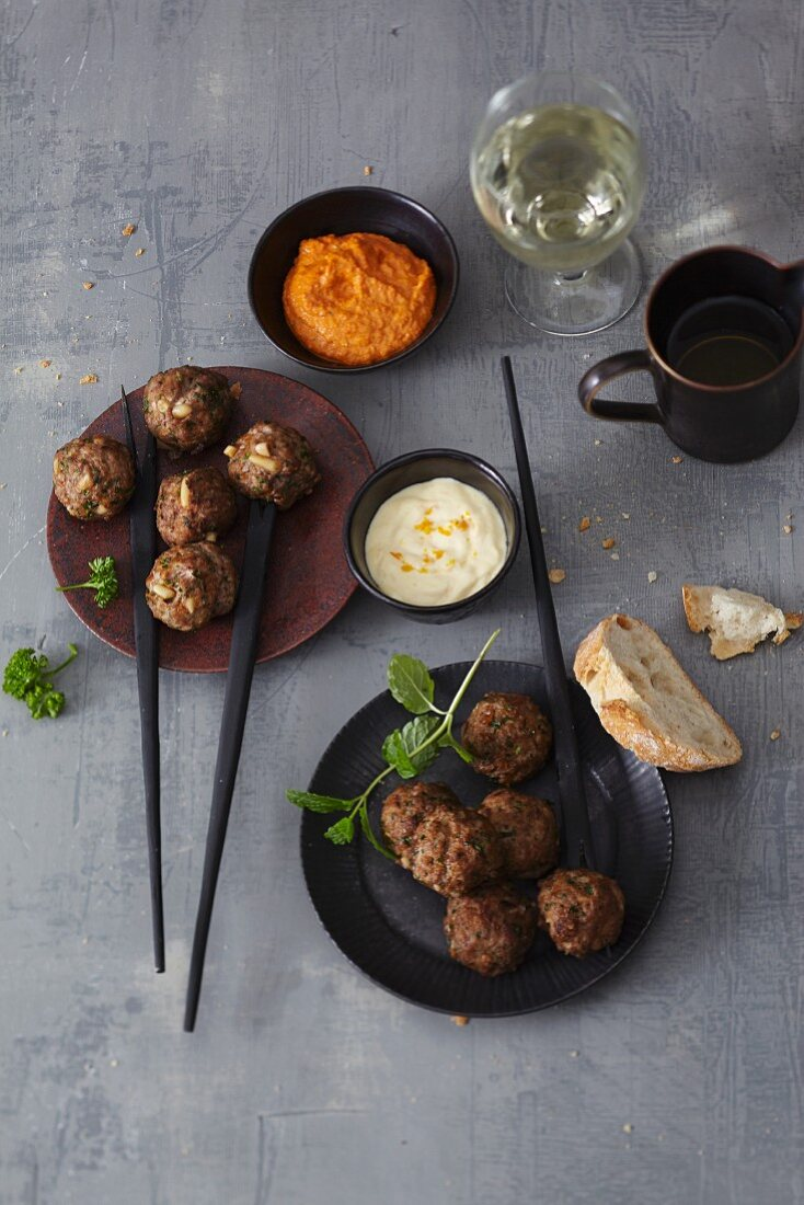 Fondue with meatballs and dips