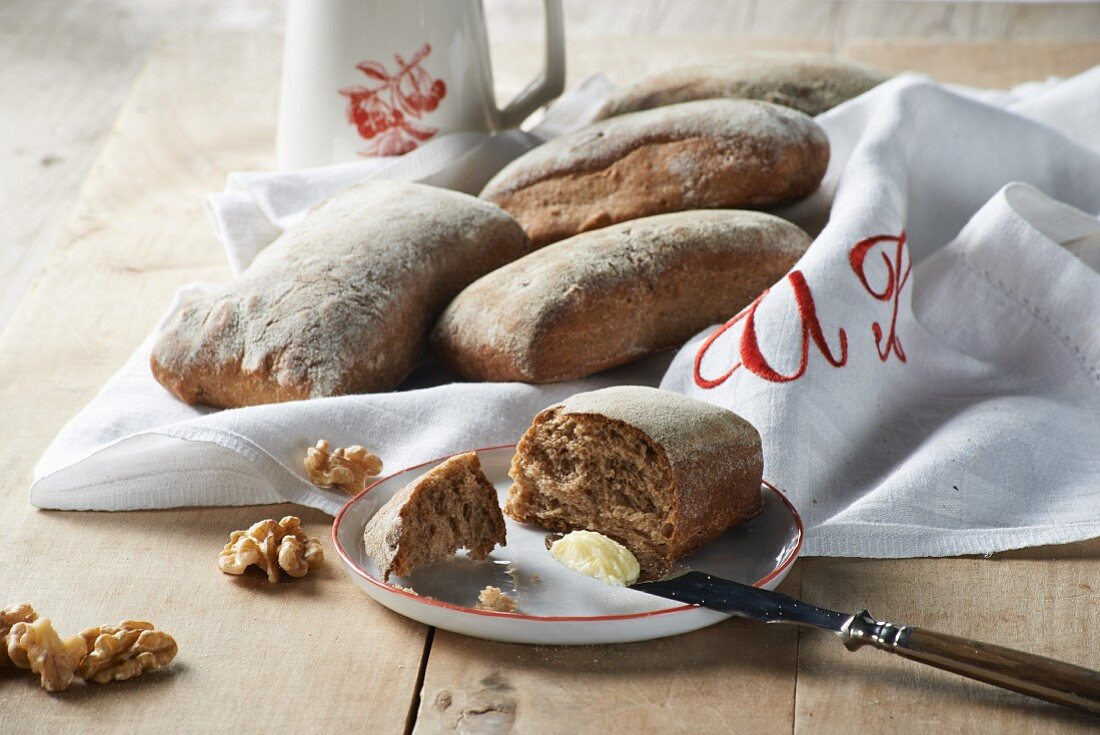 Malt bread rolls with walnuts and butter