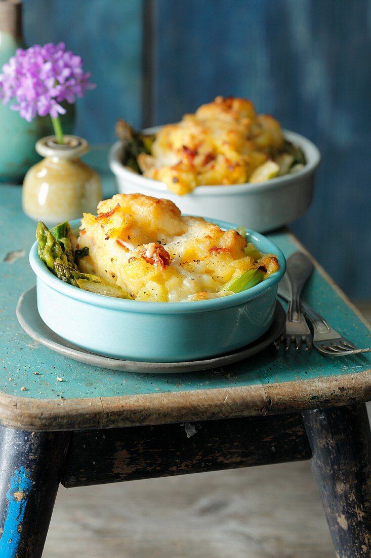 Mini gratins with mashed potatoes and green asparagus