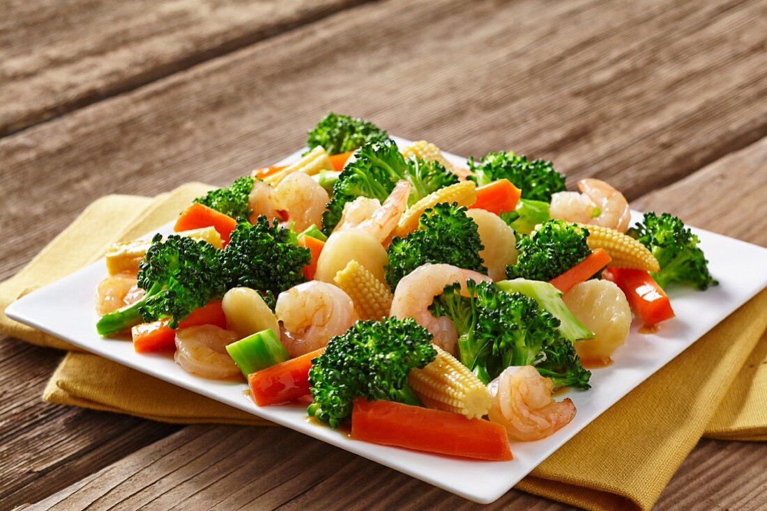 Prawn stir fry with broccoli and carrots