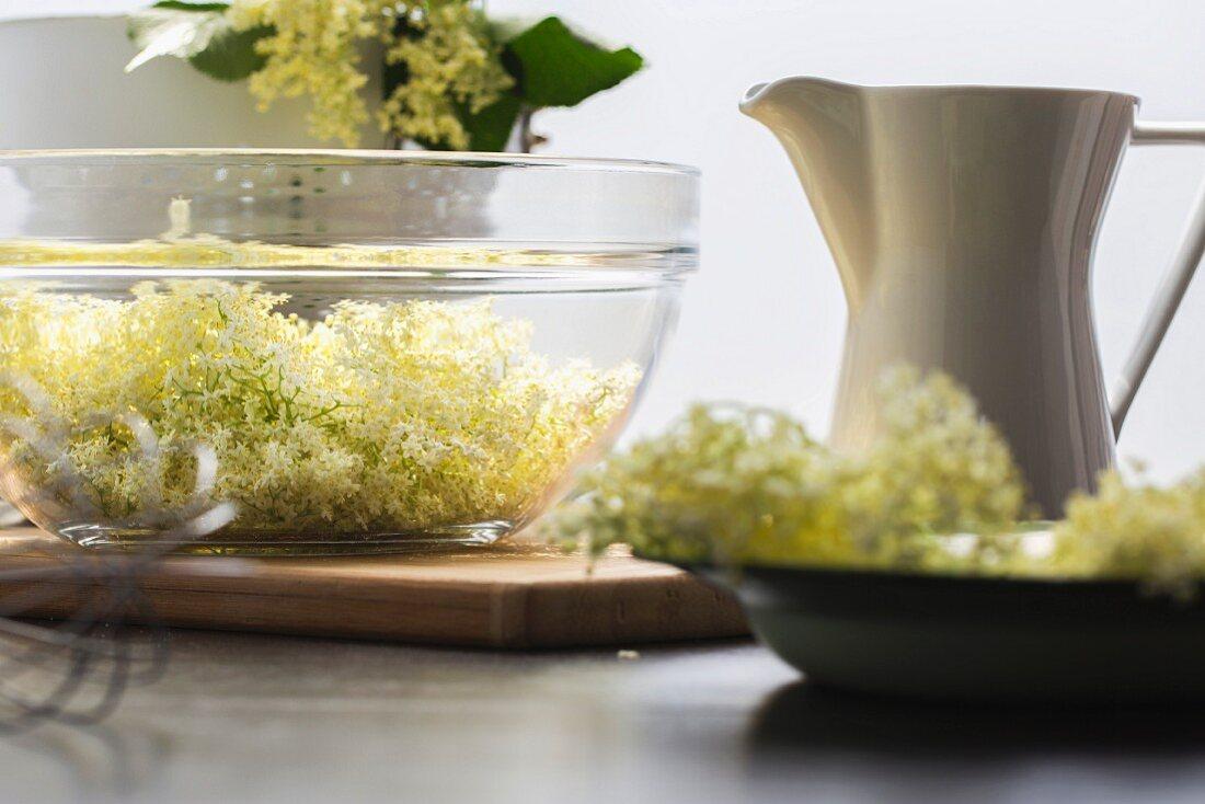 Ingredients for elderflower syrup: elderflowers and sugar water