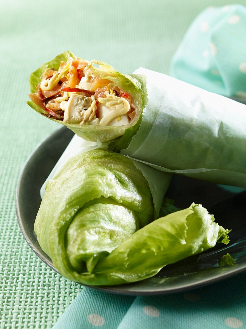 Lettuce wraps filled with tofu, smoked salmon, bean sprouts and chilis