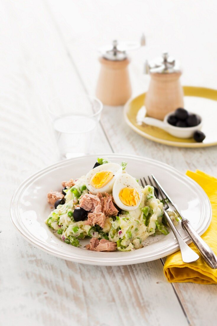 Stamppot (mashed potatoes and other ingredients) with peas, tuna and egg