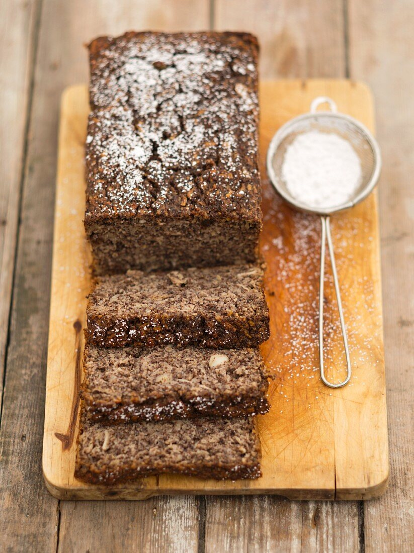 Flourless poppyseed and semolina cake with apples