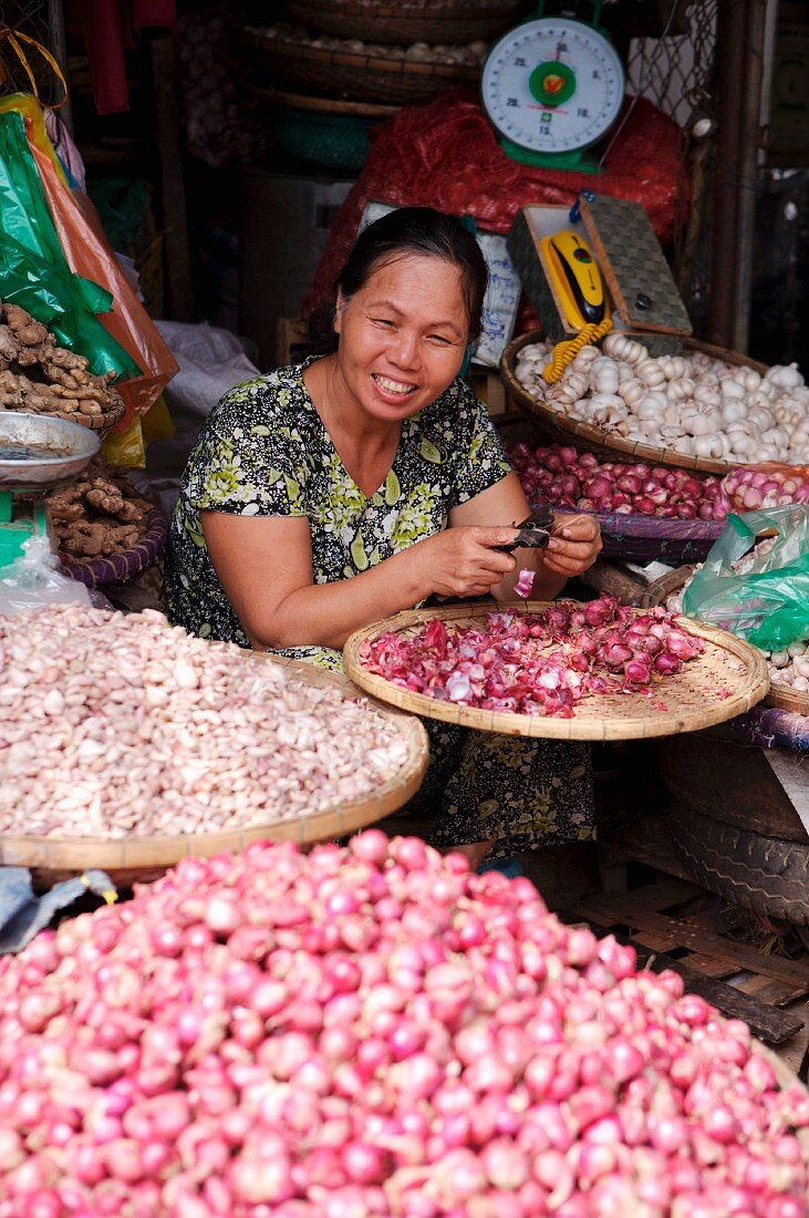 A woman selling garlic at the Dong Ba Market, Hue, Vietnam, Indochina, South-East Asia