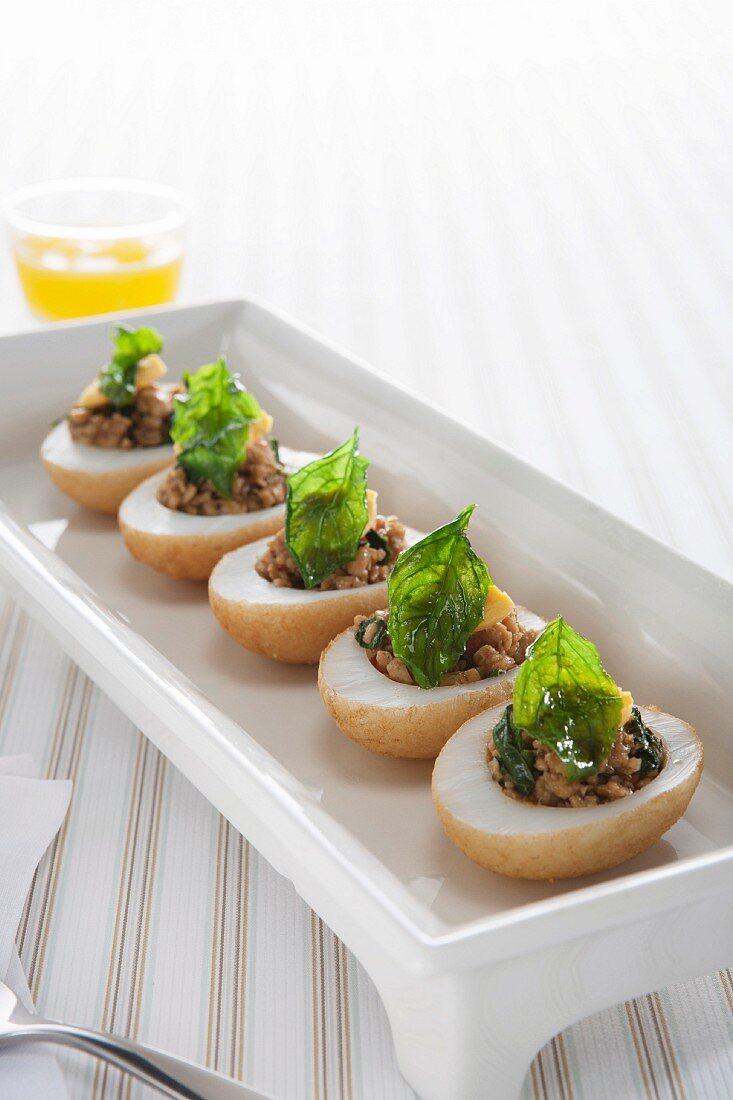 Devilled eggs with minced turkey and basil (Turkey)